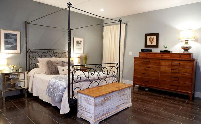 Контрастность текстур усиливает атмосферу в комнате