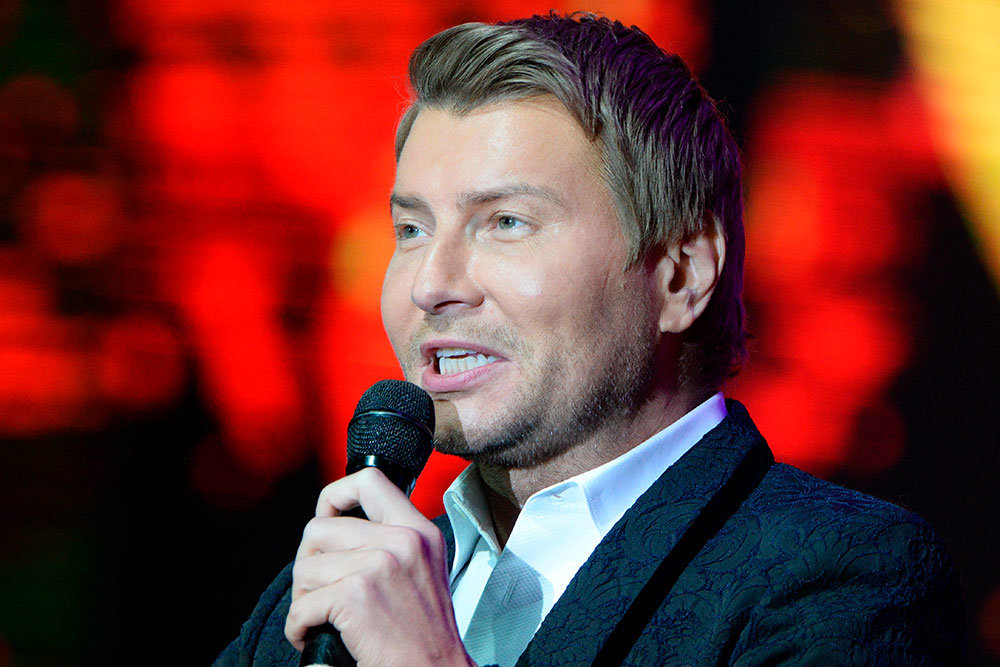 Николай Басков представил новый рождественский альбом в хосписе