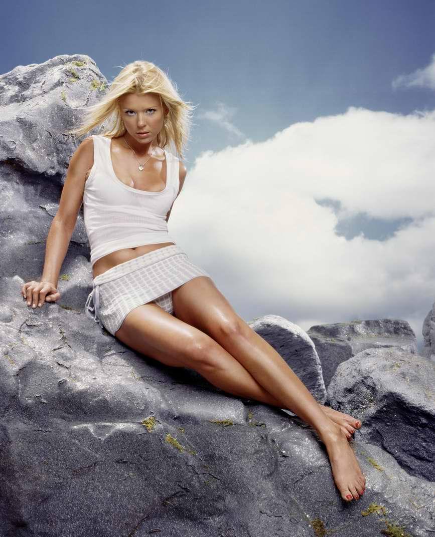 Тара Рид  в фотосессии Джилл Гринберг  для журнала Stuff 2004