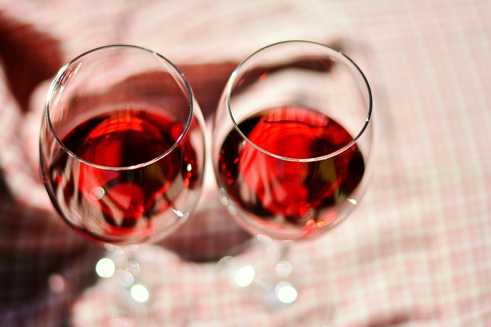 Румянец после бокала вина может говорить о накоплении вашей печени канцерогенного вещества
