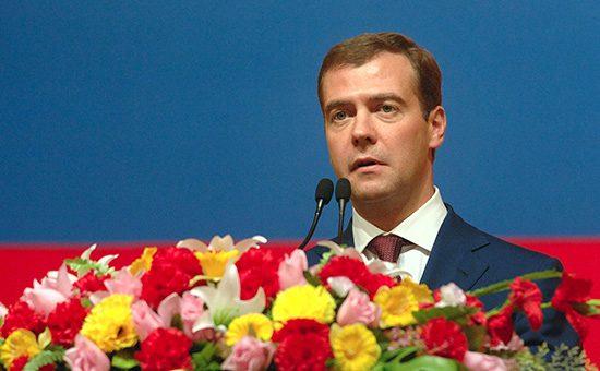 Медведев утвердил государственную политику в интересах женщин