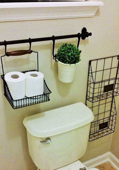 Аккуратная организация хранения в туалете.