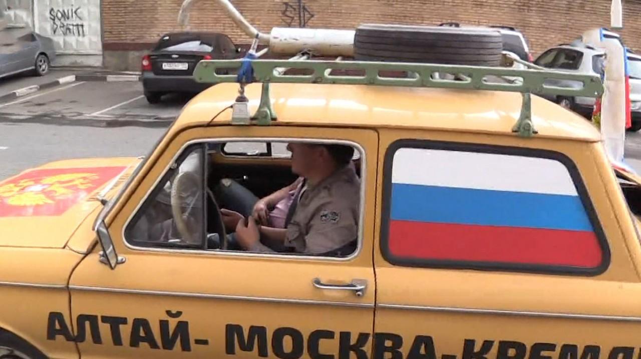 """Сибиряка на жёлтом """"запорожце"""" отказались принять в администрации президента"""