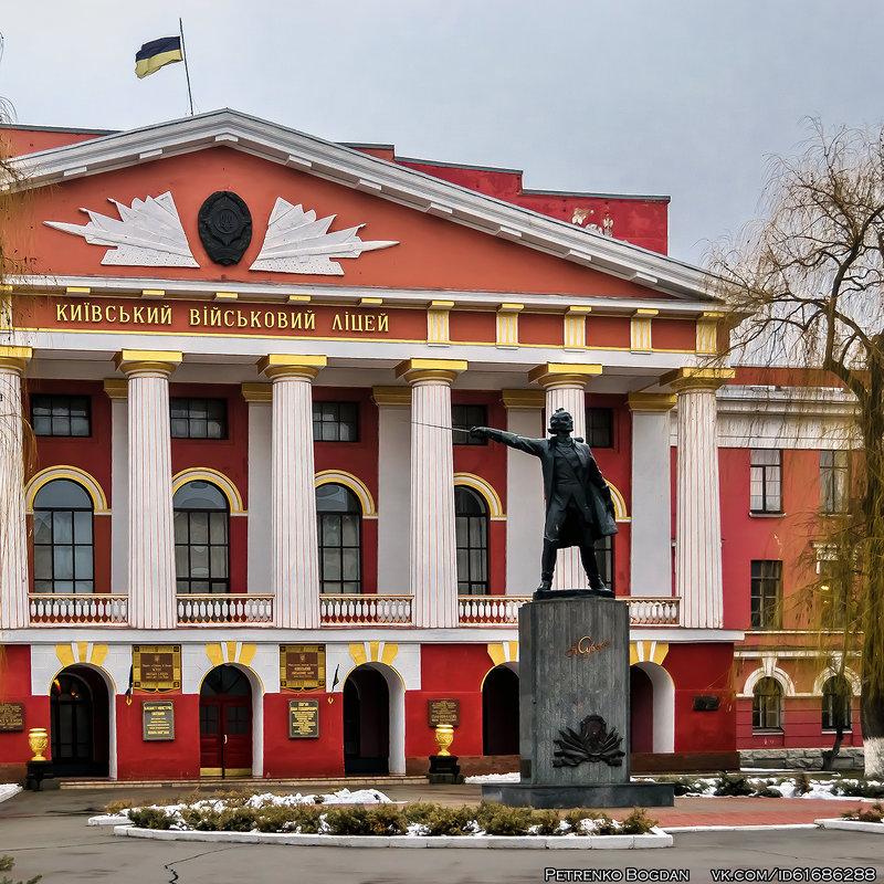 В заложниках у бандеровцев: Почему выкуп памятника Суворову – это ошибка