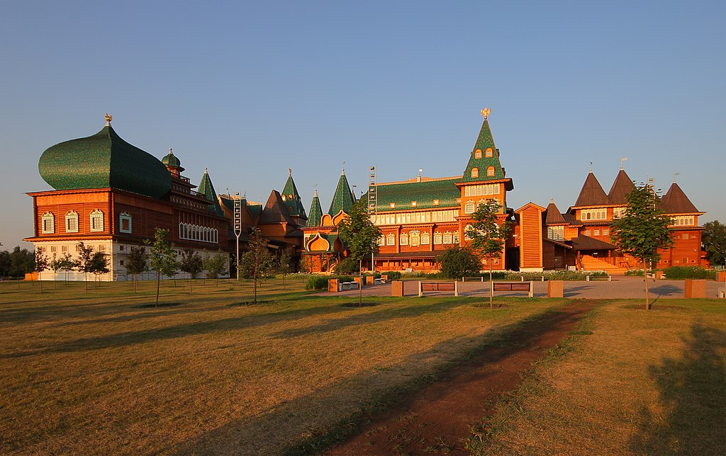 Kolomenskoe Wooden Palace (Morning).jpg