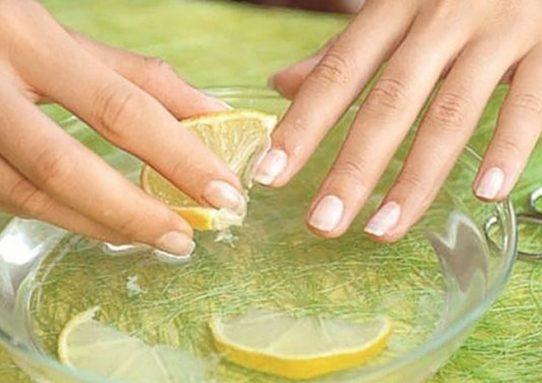 Желатин — один из самых эффективных продуктов, который позволяет вернуть ногтям крепость