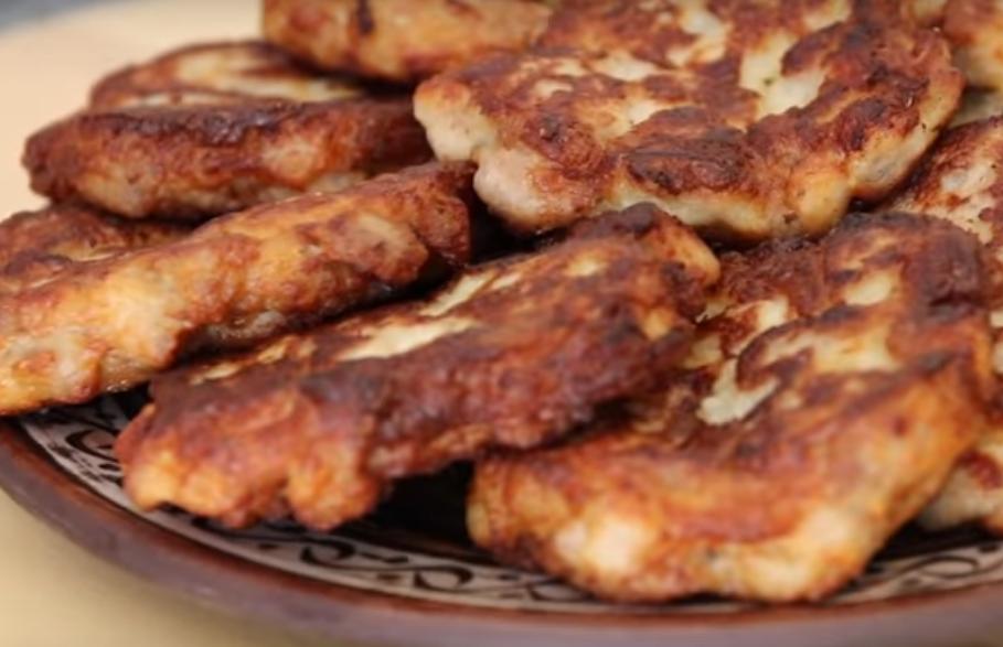 Очень вкусные и необычные куриные котлетки