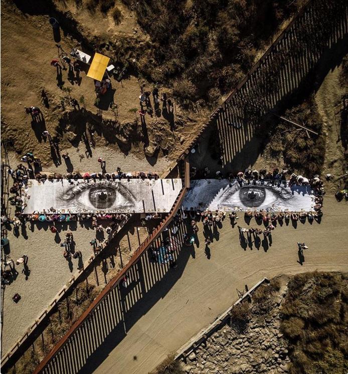 Сила искусства: на минуту они забыли о разделяющей их стене