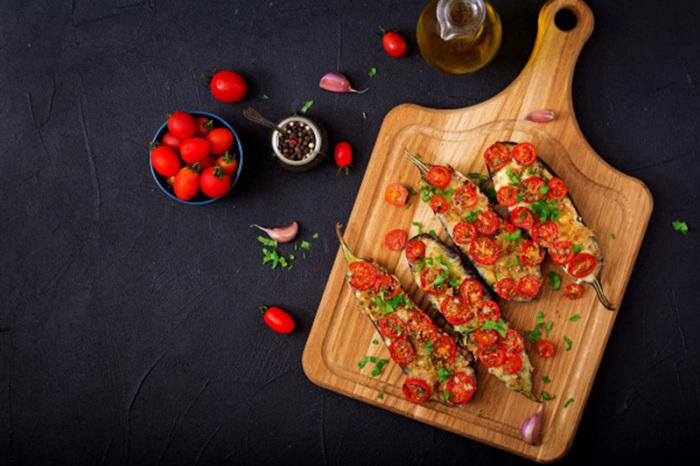 Баклажаны с томатами, запечённые в духовке.  Фото: google.com.