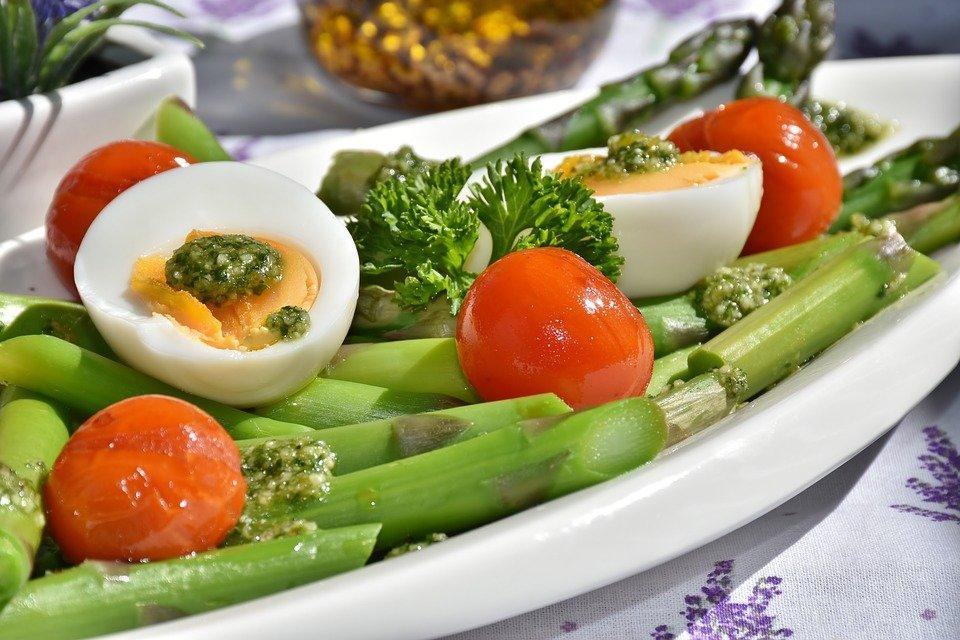 Специалисты назвали плюсы и минусы военной диеты
