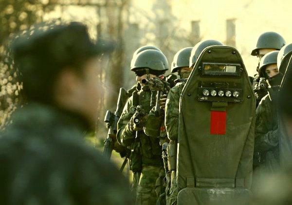 Иностранцы о штурме в/ч в Кр…