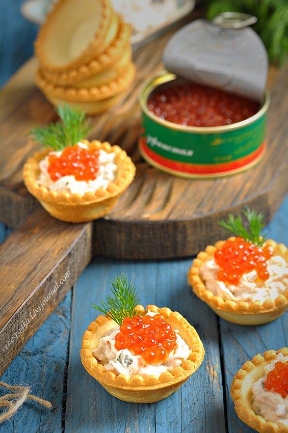 Тарталетки с начинкой из тунца, творожного сыра и красной икры