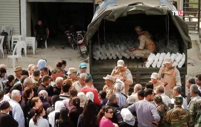 Российские военные привезли продукты жителям села в Хомсе