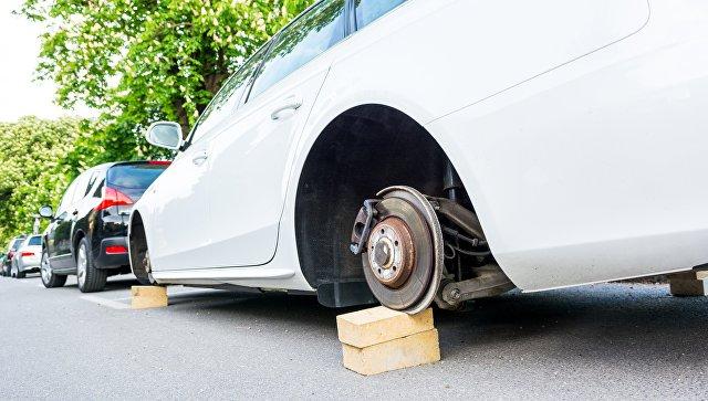 Отлетевшее колесо иномарки травмировало пенсионерку в Новокузнецке