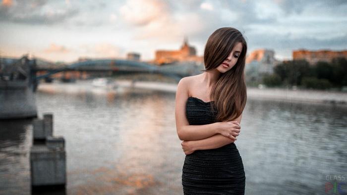Все платья без бретелей спадают, как бы удобно они не сидели при примерке.