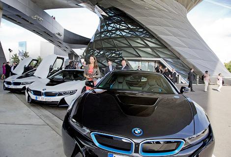 BMW i8 стал первой серийной моделью с лазерными фарами