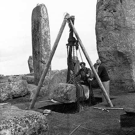 Стоунхендж построили в 1954 году или реставрация с нуля?  Просмотр фото реально заставляет задуматься
