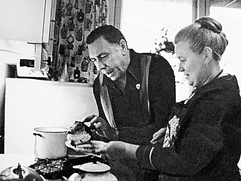 Раскладушка, да пайка хлеба. Анатолий Папанов – скромность, заслуживающая уважения