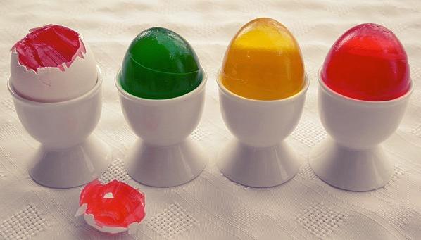 Пасхальные яйца из разноцветного желе