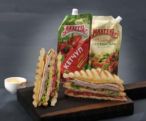 Фото к рецепту: Клаб-сэндвич с беконом и ветчиной