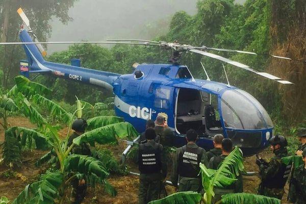 ВВенесуэле обнаружили атаковавший Верховный суд вертолет, пилота ищут