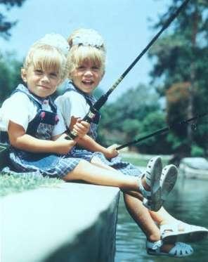 Впервые близняшки Олсен появились на экранах в ТВ-шоу «Полный дом»,в котором они исполнили роль Мишель Тэннер,еще до того как научились ходить.В первом сезоне их зарплата составляла всего 2400$ за эпизод.Эта сумма взлетела до 80 000$.