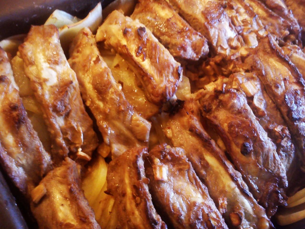 Вкусные свиные ребрышки с картошкой в духовке рецепты