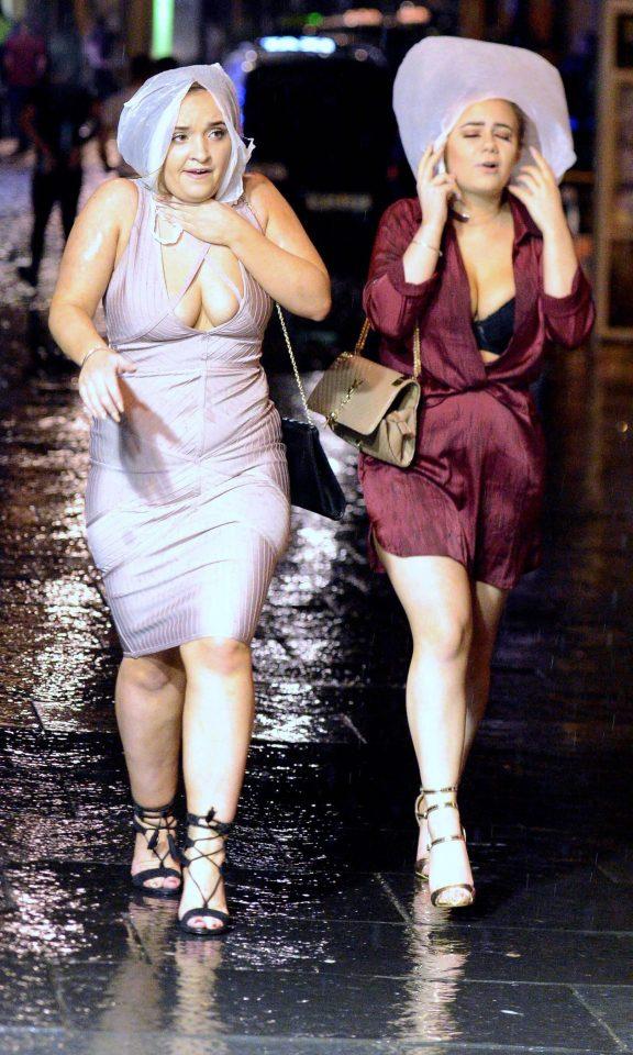 Полуголые дамы, мордобой и валяние на тротурах: британцы с размахом встретили Новый год