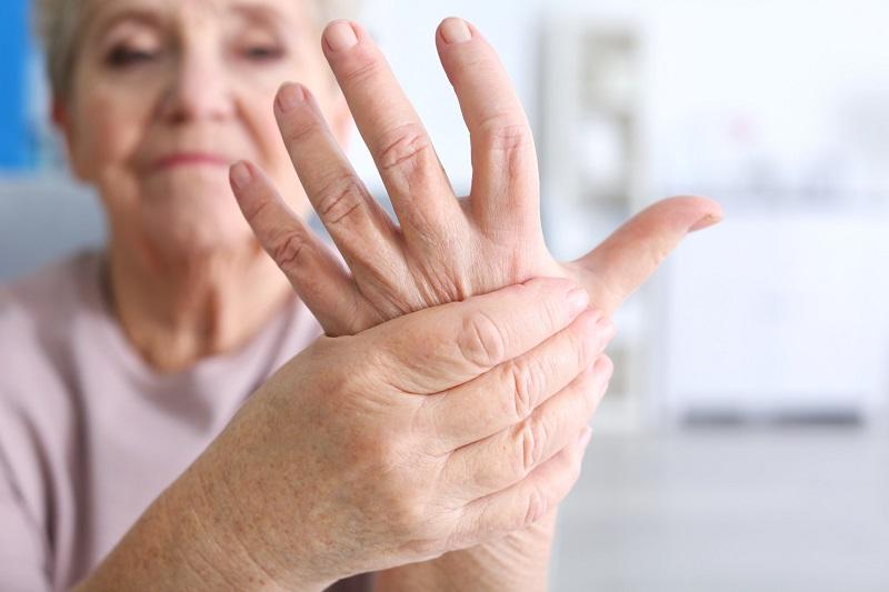 Немеют по ночам руки? Причин может быть много, поэтому не стоит медлить с лечением!