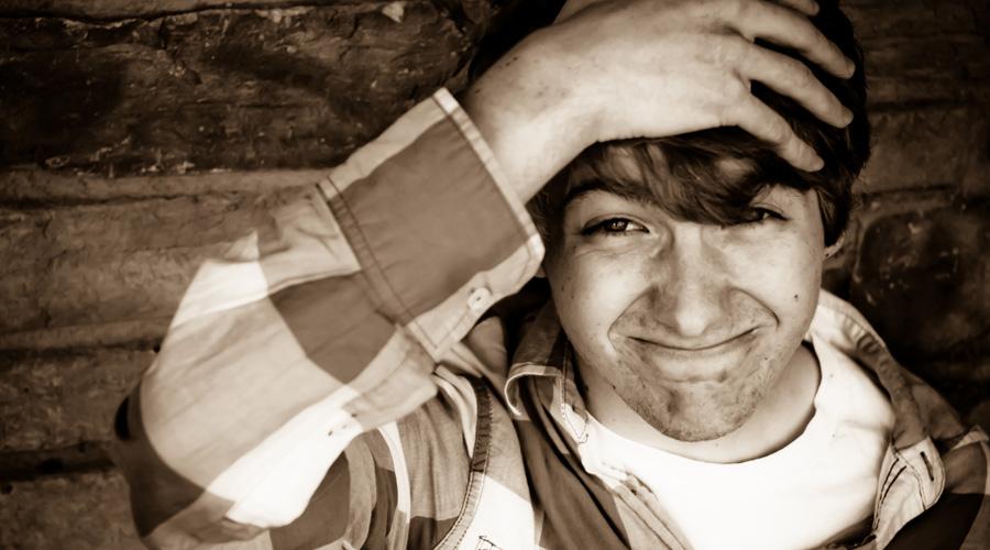 7 странных признаков умного человека: от ругани до алкоголизма