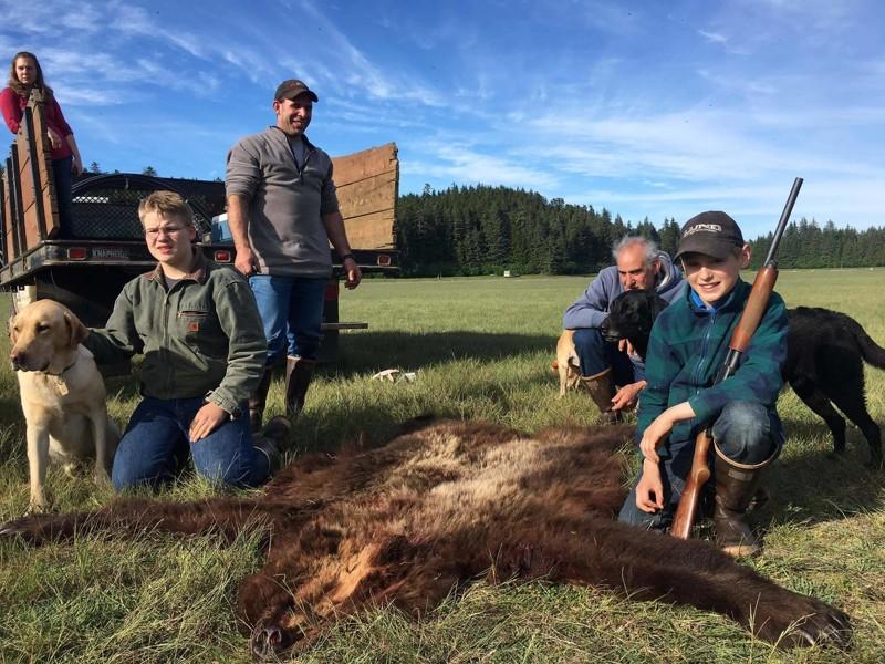На Аляске 11-летний подросток застрелил напавшего медведя и спас родню