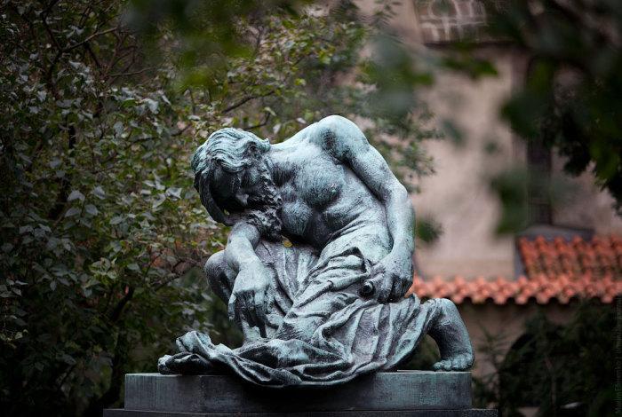 Бронзовая скульптура Моисея.