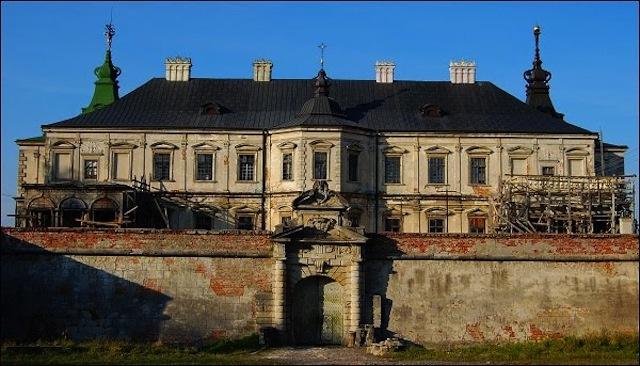 9 самых восхитительных заброшенных замков мира
