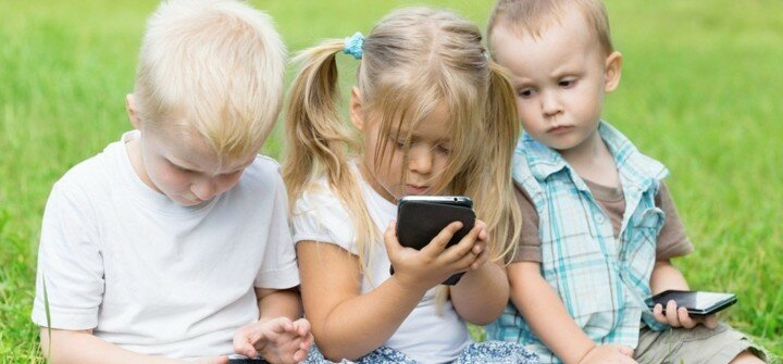 О негативном влиянии смартфонов и телефонов на детей и их учёбу в школе, или когда ребёнка ничего не интересует кроме гаджета