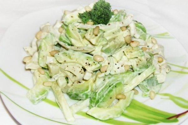 Фото рецепт салата с авокадо креветками и кальмаром