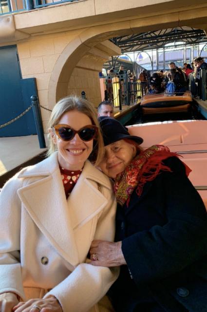 Наталья Водянова с семьей посетила Диснейленд