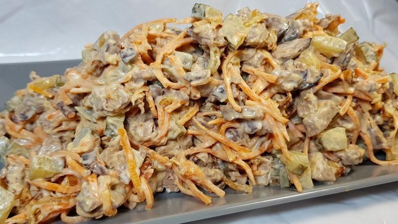 салат с печенью жареным луком и морковью