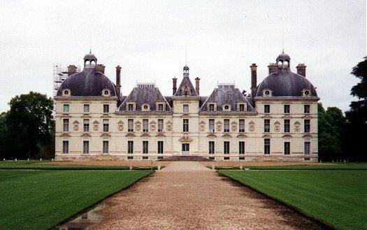 http://images2.fanpop.com/images/photos/7300000/Chateau-de-Cheverny-castles-7367334-525-329.jpg