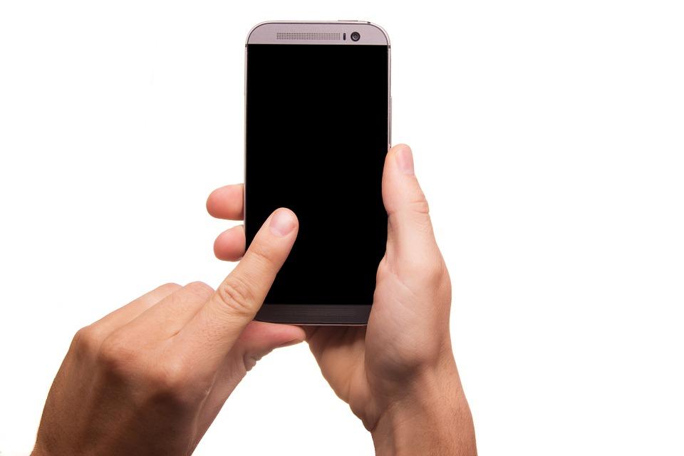 15 признаков того, что вы находитесь во власти вашего телефона
