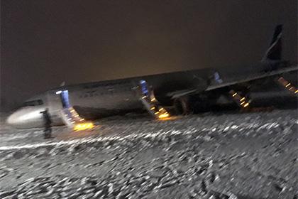 В аэропорту Калининграда не нашли техники для эвакуации выехавшего за ВПП борта