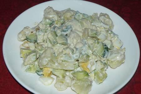 Фото к рецепту: Салат с авокадо и цветной капустой