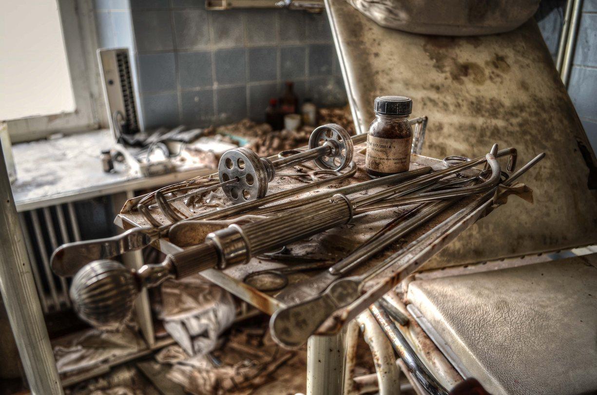 Жутковатая заброшенная операционная немецкого уролога остается нетронутой уже почти 30 лет