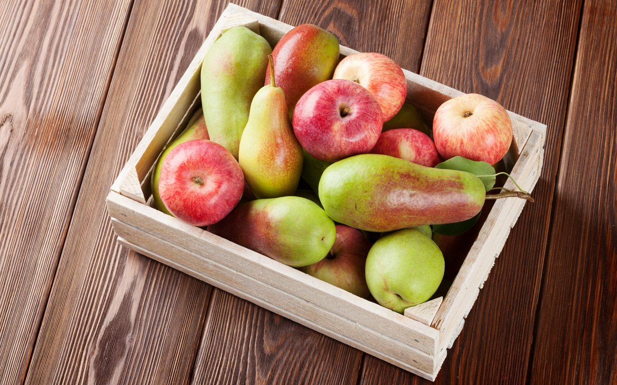 Как сохранить яблоки и груши свежими до нового урожая