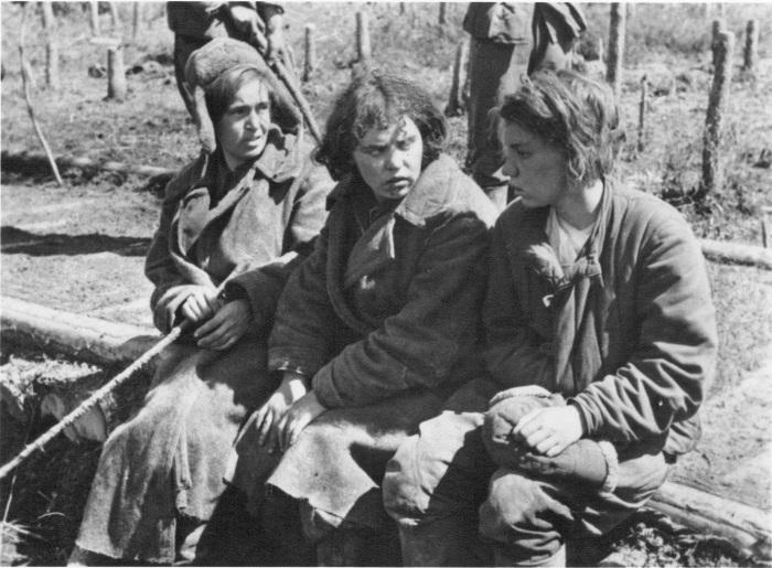 Три пленные советские женщины.