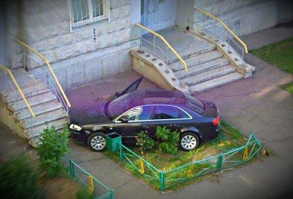 Как «Интелегент» проучил хама за парковку на газоне.