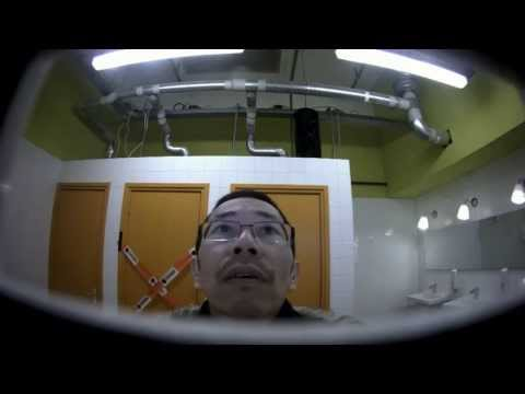 LG испугала посетителей мужского туалета