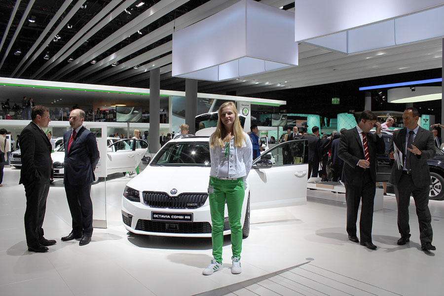 06 Девушки франкфуртского автосалона 2013