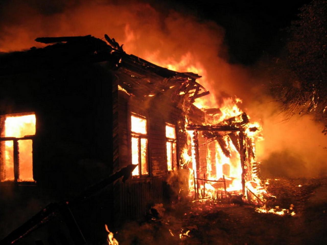 В Иркутской области мужчина вытащил двоих из горящего дома