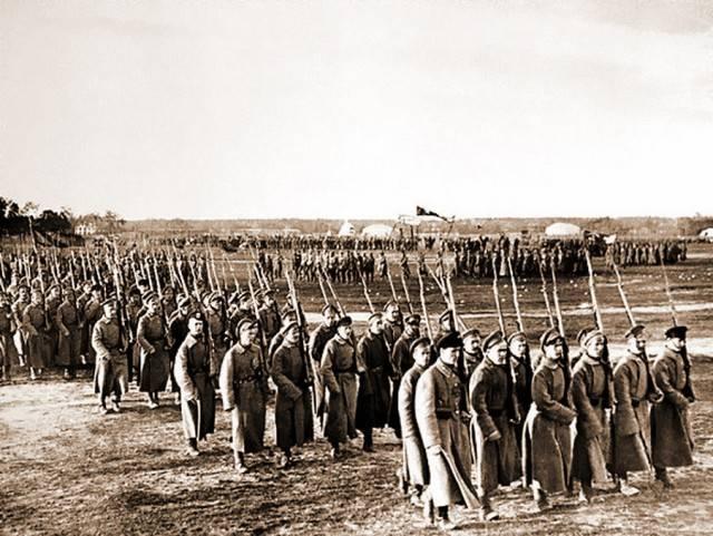 От 1 мая к 9 мая. Традиция военных парадов в СССР и России