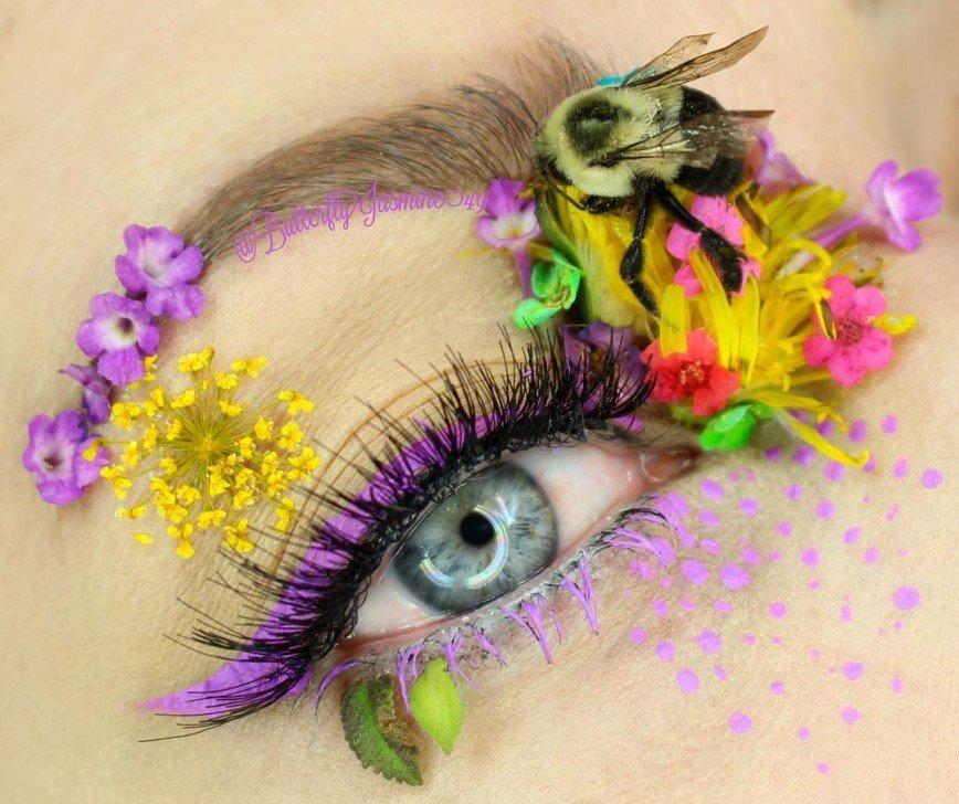 Из жизни насекомых: американка делает необычный макияж